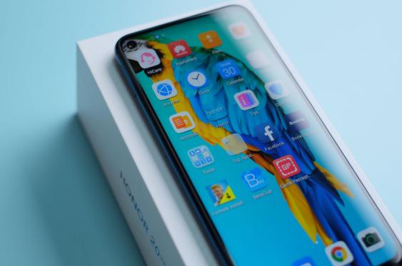 Honor 20 Pro Wygląda Jak Galaxy S10, A Kosztuje Znacznie