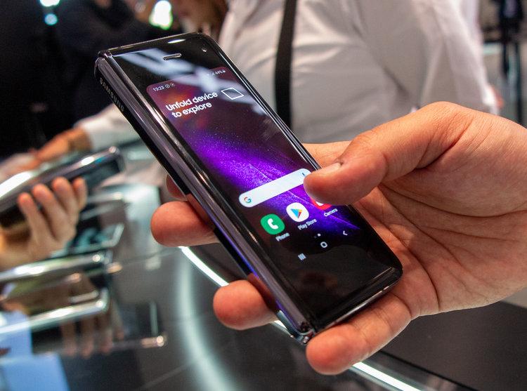"""Galaxy W20 zadebiutuje w przyszłym tygodniu. To kolejny """"składak"""" Samsunga - składany smartfon"""