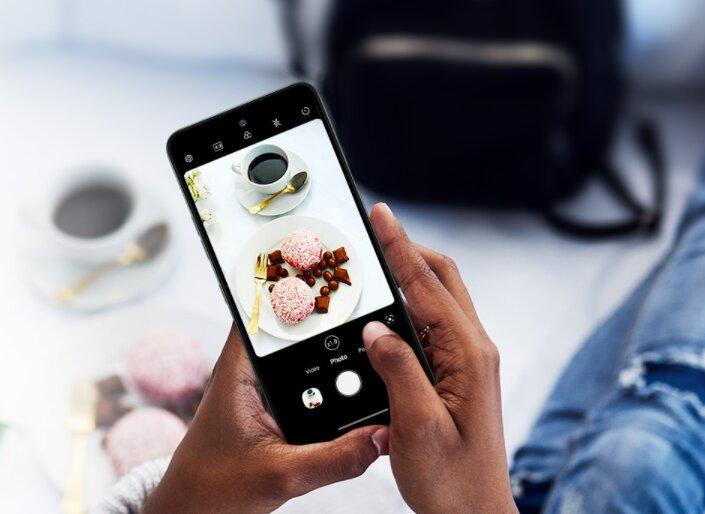 LG K42 официально. Это средний смартфон, но с «сумасшедшей» задней панелью! -