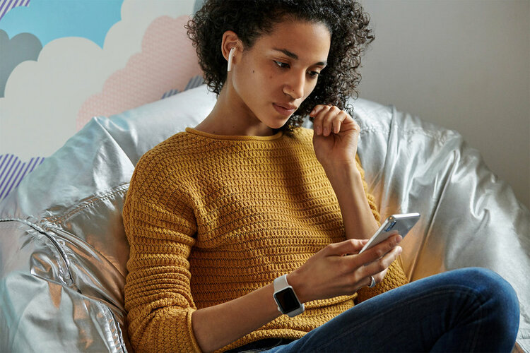 Dzień Kobiet w Orange to rabaty do 50% na wybrane smartfony - abonament w Orange