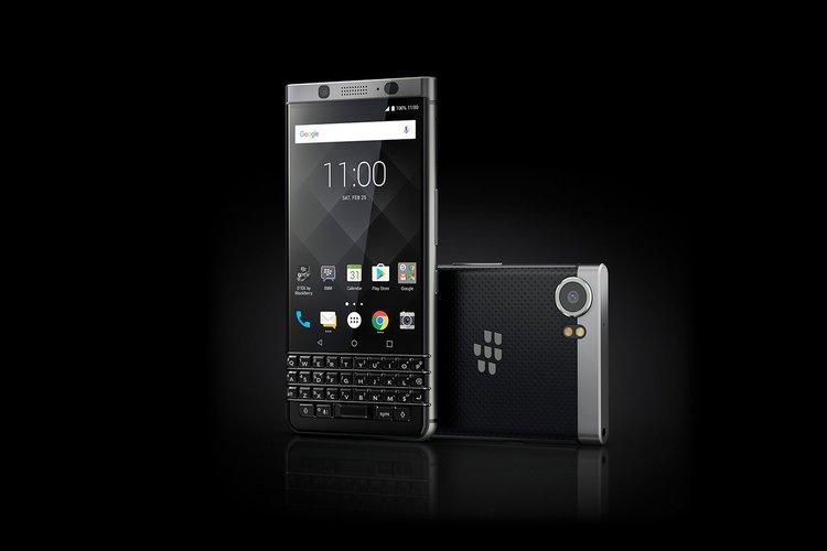 BlackBerry KEYone wreszcie staniał. Warto go kupić? -