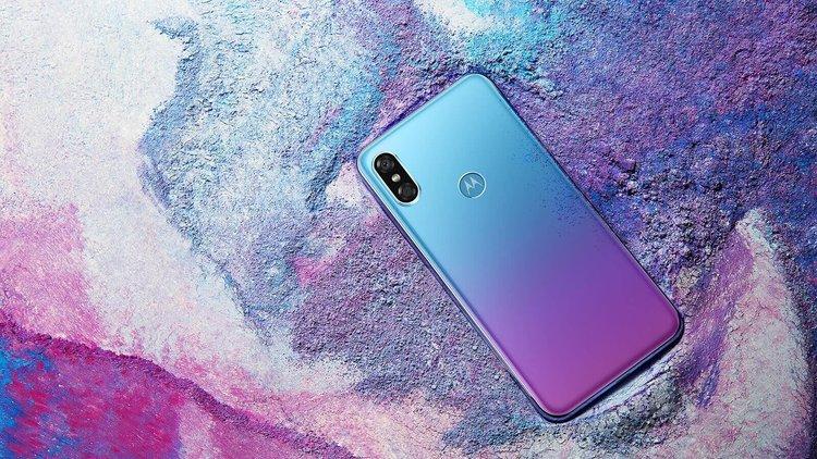Motorola P30 oficjalnie. Świetnie wyglądający smartfon z porządną specyfikacją - Motorola P30